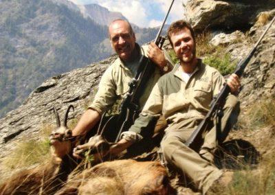 L. B. Con suo figlio Alpi Marittime, camosci con MAG Light in 300 WSM e 255